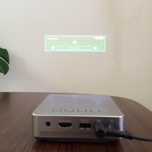 ASUS モバイルプロジェクターS1 電源を入れた