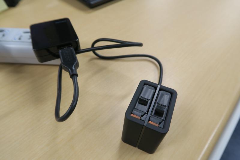 デュアルバッテリーチャージャー充電イメージ