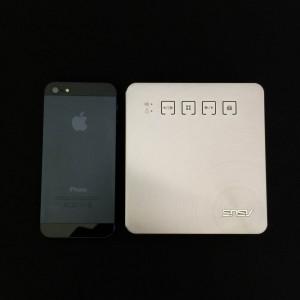 ASUS モバイルプロジェクターS1 大きさ比較