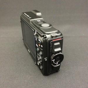 Nikon AW130 本体側面