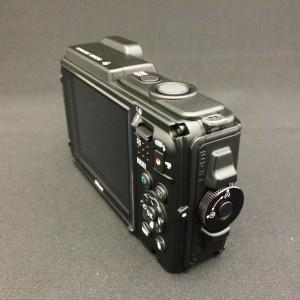 Nikon AW130 側面