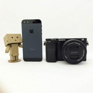 α6000とiPhone5サイズ比較