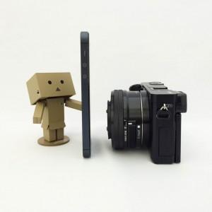 α6000とiPhone5Sサイズ比較