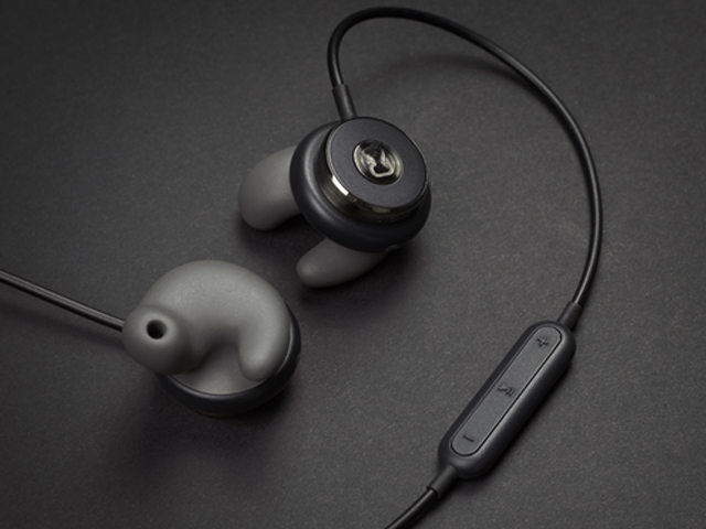 自分の耳に最適な形に変化するイヤホン「Revols」