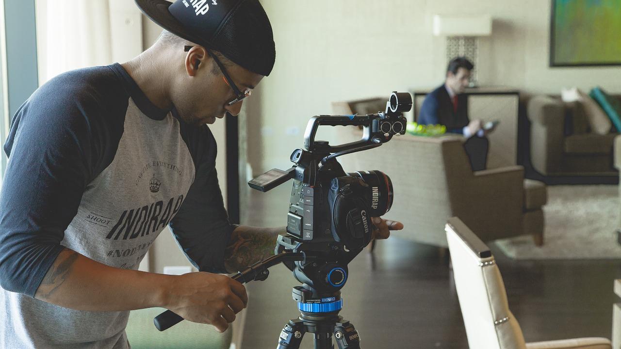 動画で学ぶ!ビデオカメラの三脚使用方法まとめ