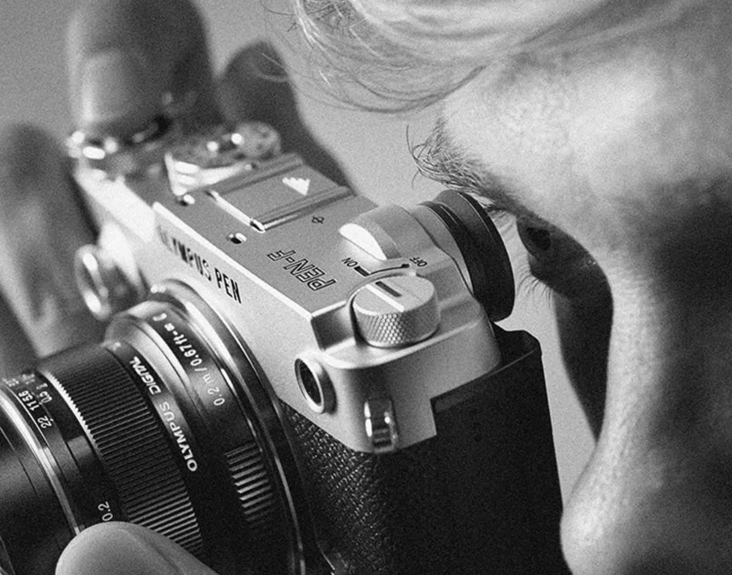 美しいデザインが印象的 デジタルで蘇ったプレミアムミラーレスカメラ