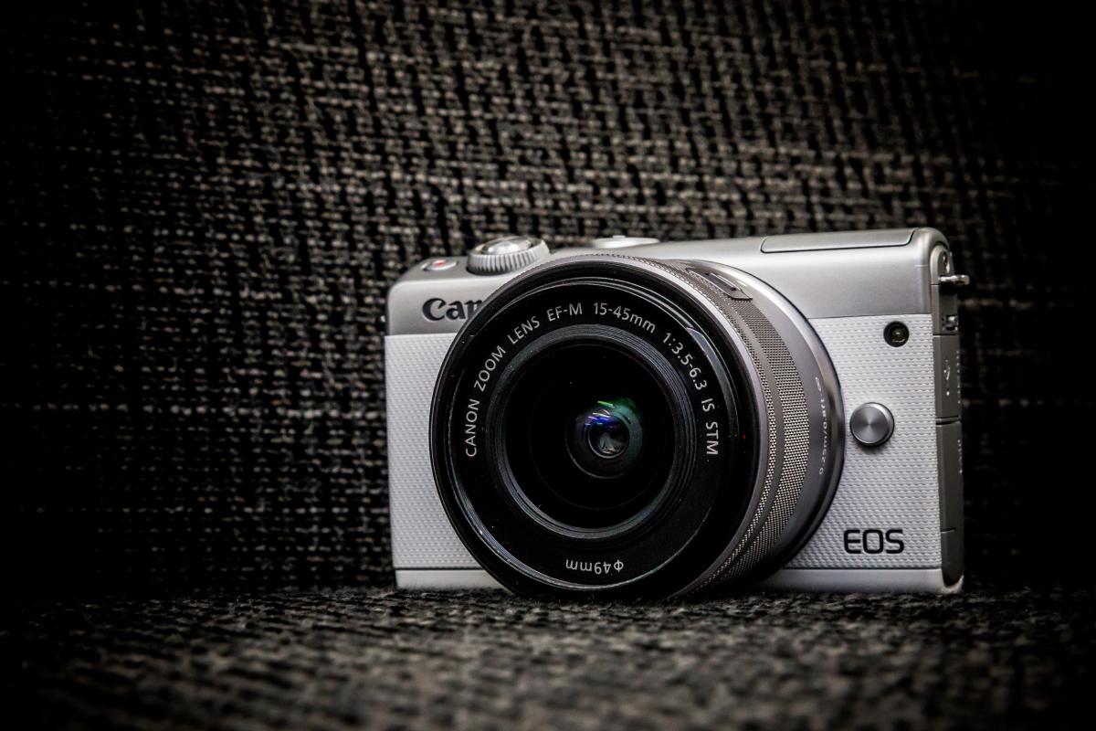 おしゃれミラーレス一眼の決定版「CANON EOS M100」レビュー!写真撮影もカメラコーディネートも思い通り