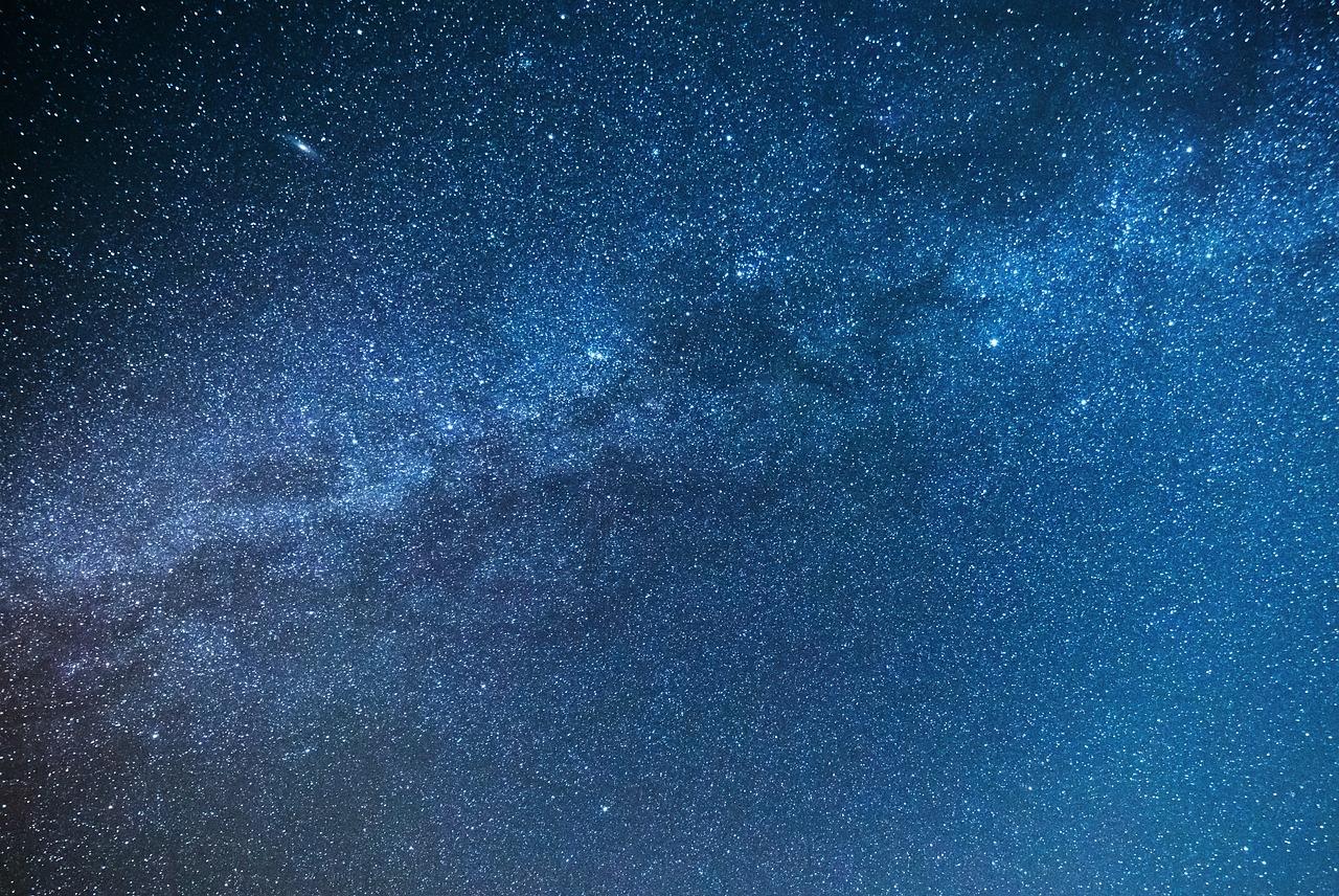 プロジェクターでプラネタリウムを実現!癒しの星空を体験しよう!