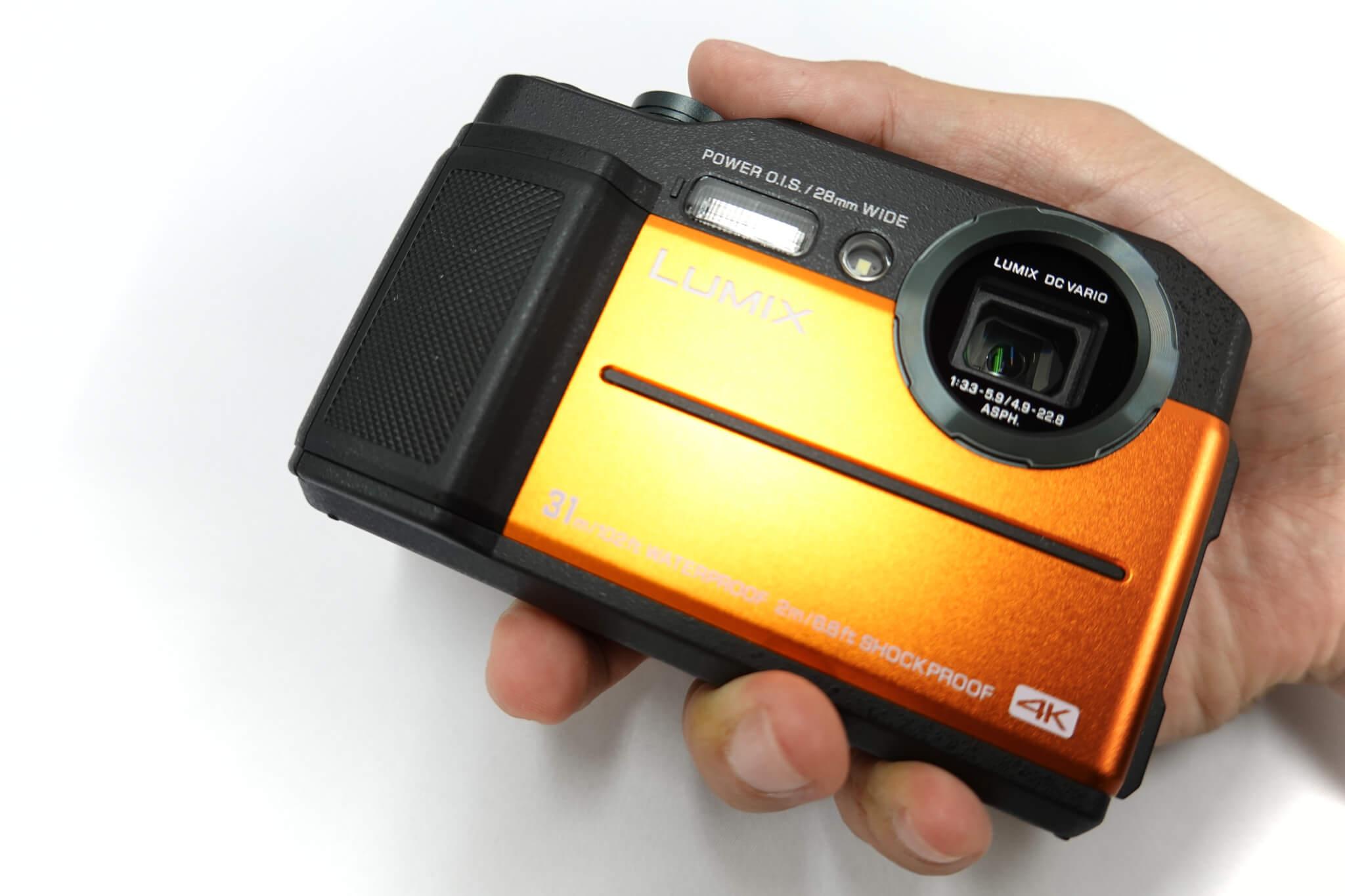 LUMIX DC-FT7 カメラ本体を持ってみた