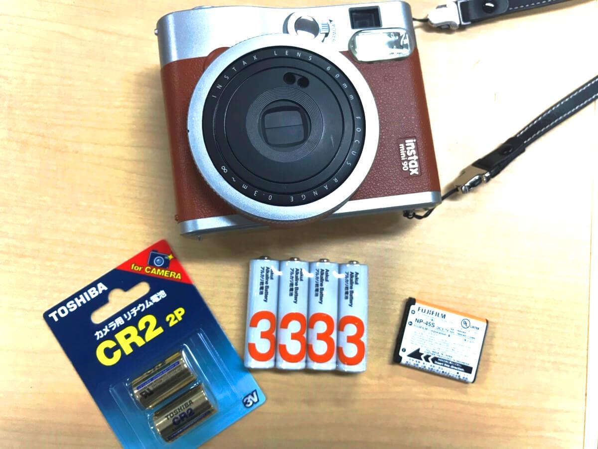 チェキinstaxの電池を全機種まとめ!単三・CR2など電池の種類や充電可否を解説