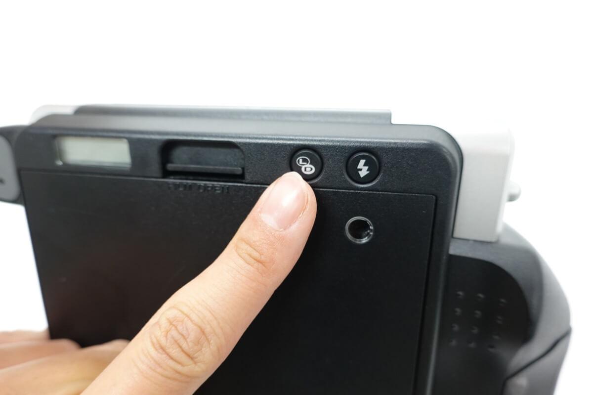 チェキ instax WIDE300 シーンに合わせて撮影モードや濃淡を使い分けられる