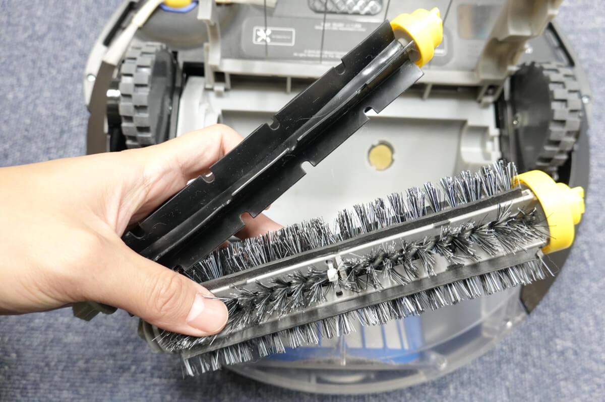 iRobotルンバ606のデメリット ブラシの掃除が手間
