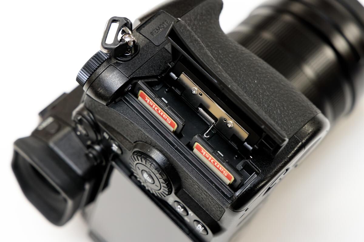 Panasonic LUMIX DC-G9 SDカード