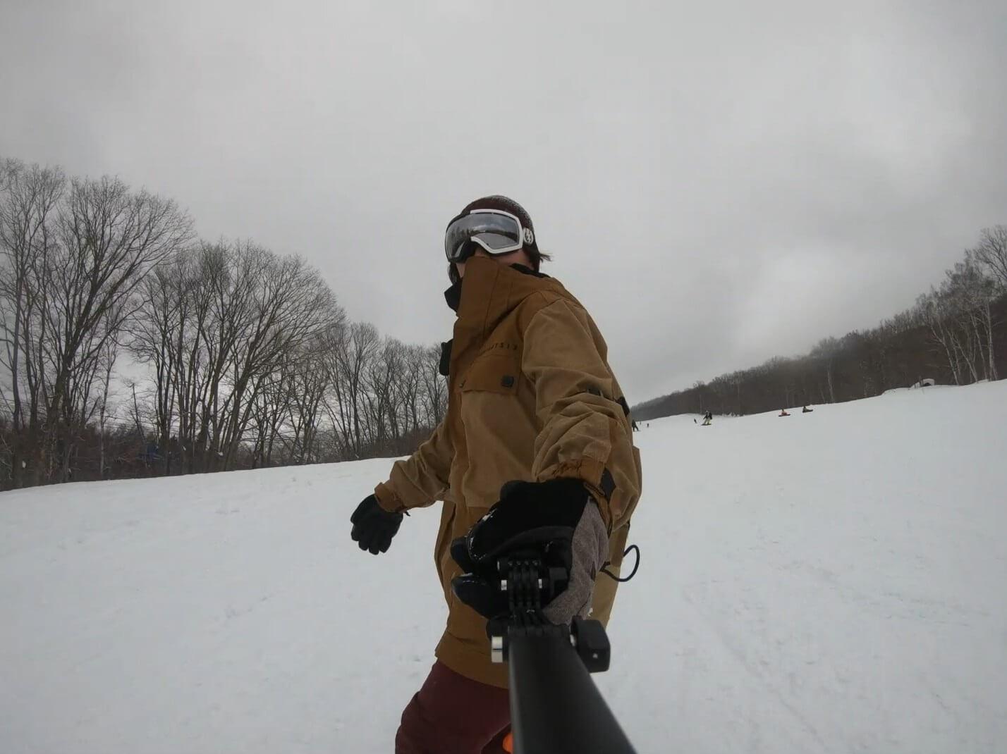 スキー・スノボにGoProが最強だと感じたポイント マウントを使えば滑りながらも撮影しやすい