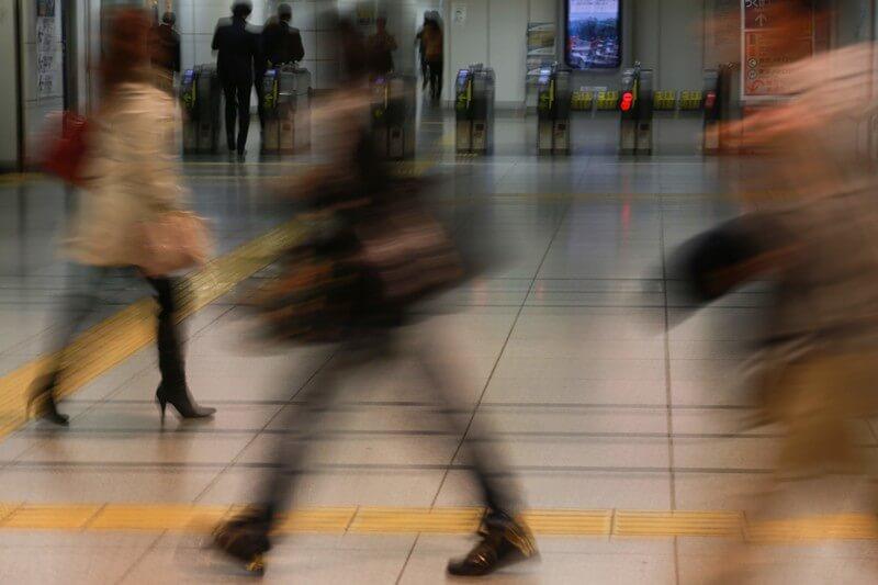 ベビーカーで電車に乗る際のマナー 時間と心に余裕を持って出かける