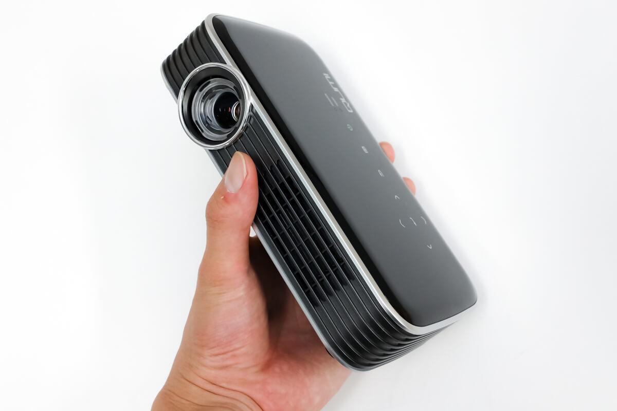 Vivitek QUMI Q8 携帯性