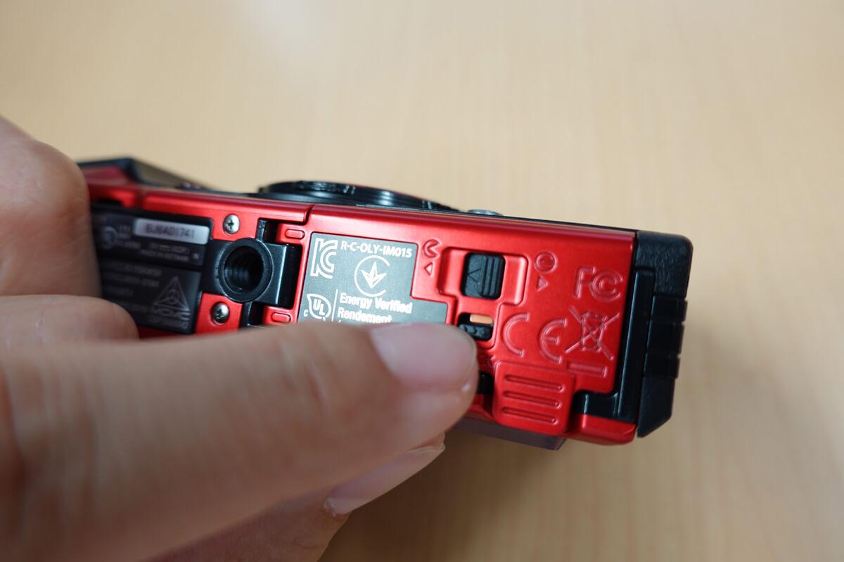 OLYMPUS「Tough TG-6」使用レビュー カメラ本体の底面