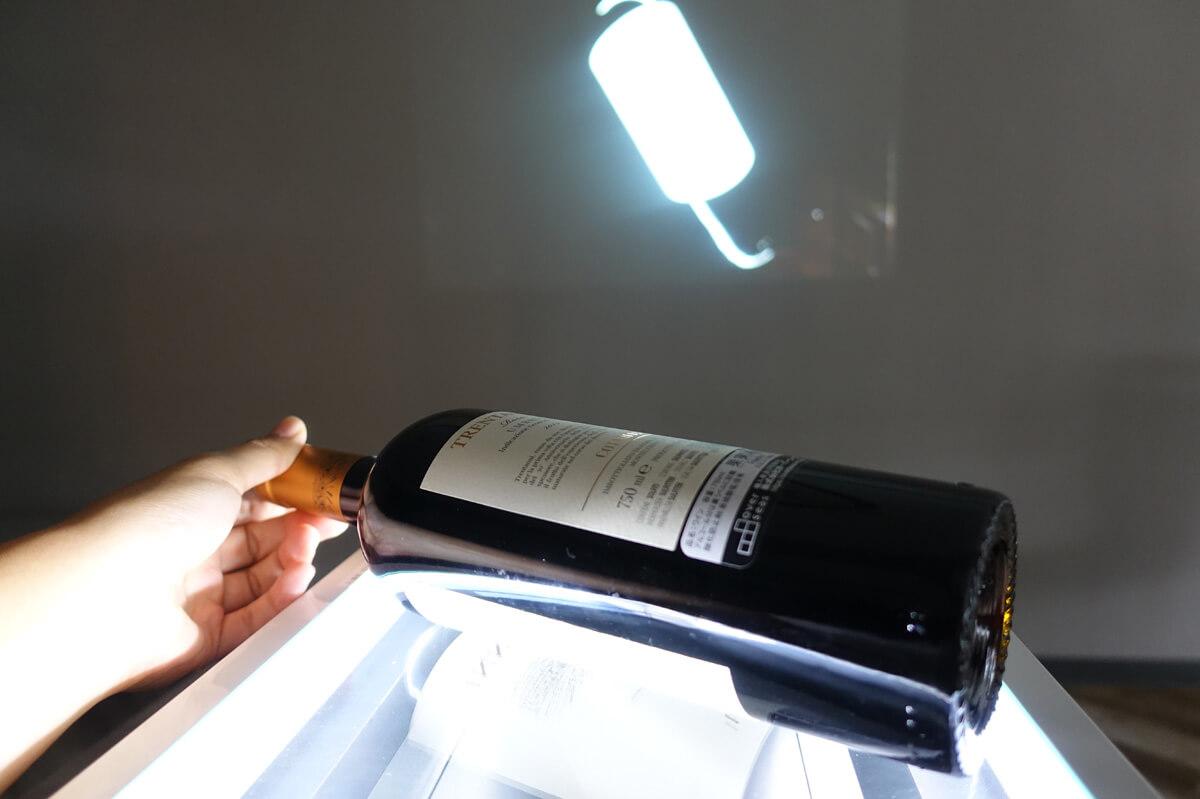書画カメラ搭載プロジェクター「aui AD-2100X」の特徴 立体物も投影可能