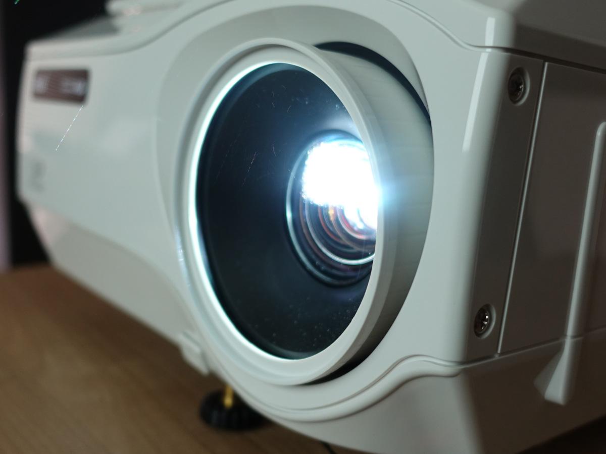 書画カメラ搭載プロジェクター「aui AD-2100X」の特徴 長いランプ寿命