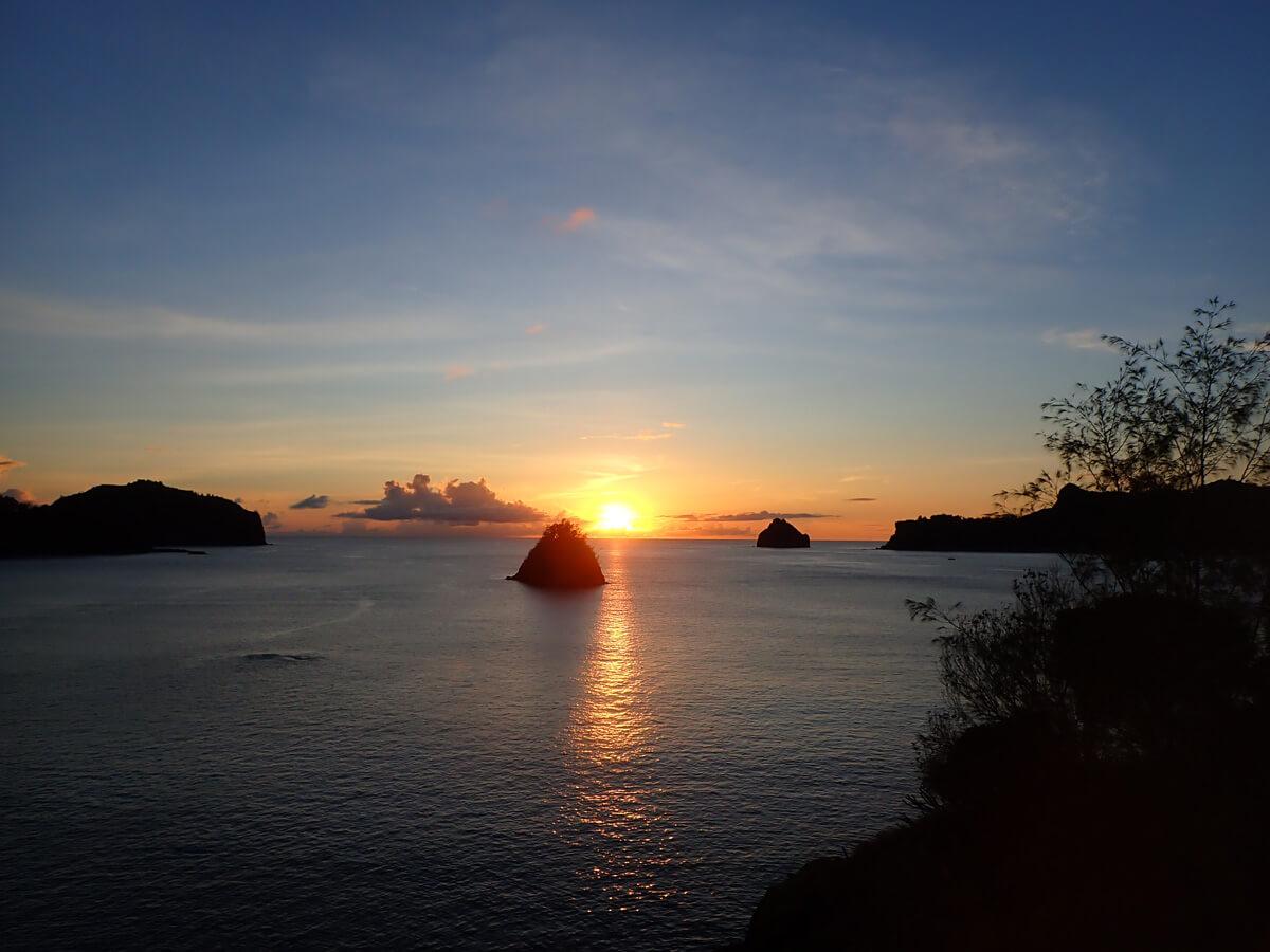 小笠原父島でおすすめの絶景スポット 2. 二見港丸山灯台付近の湾岸通り沿い