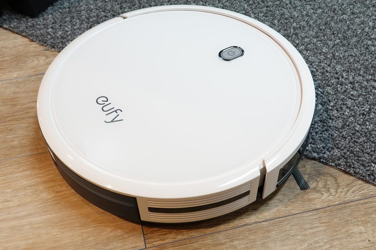 Anker Eufy RoboVac 11Sの5つの特長 1. 1300Paの吸引力とBoostIQでどんな床でもキレイに