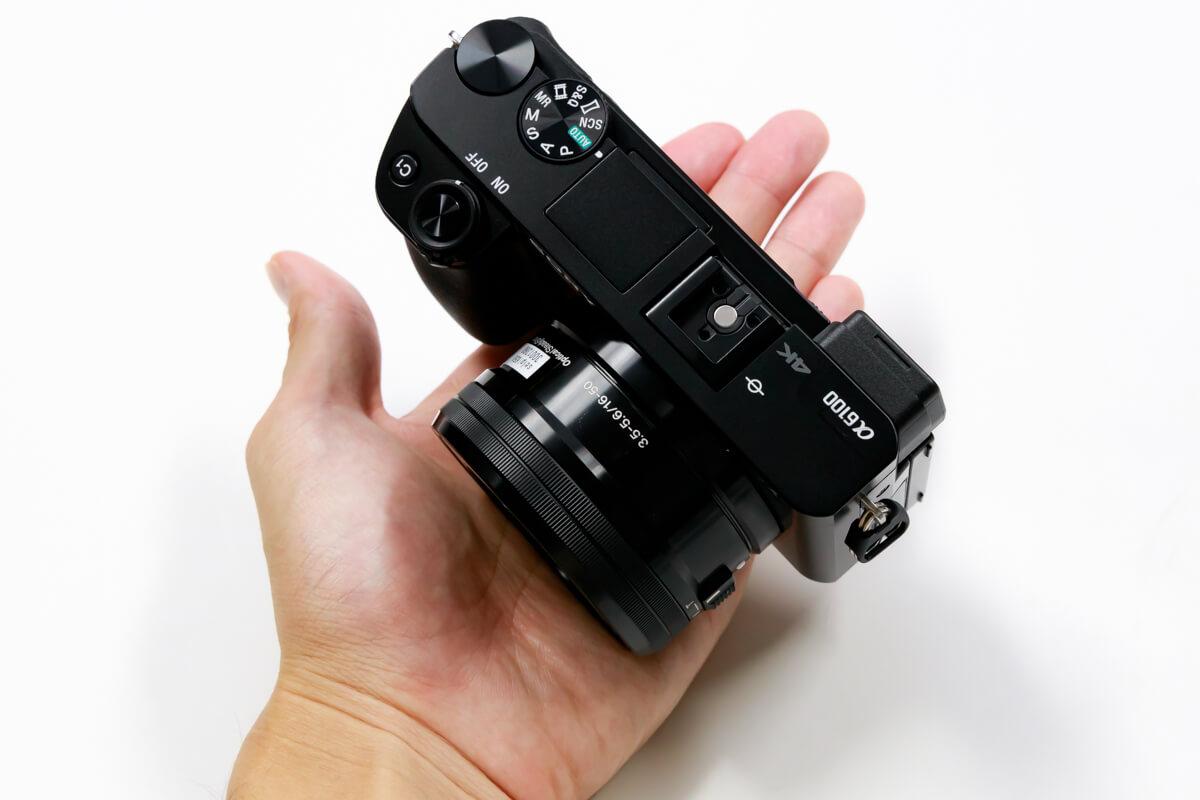 小型 ミラーレス一眼カメラ