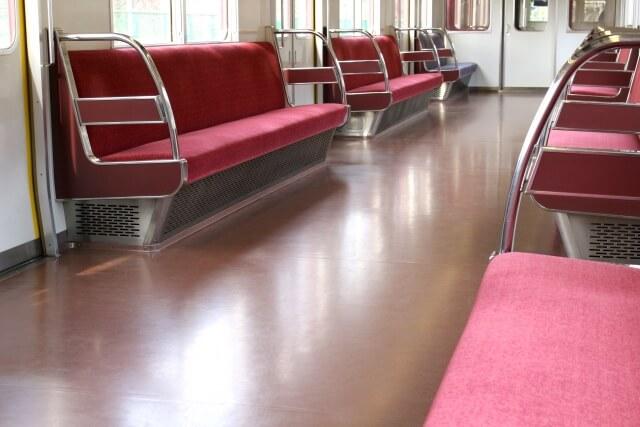 ペット連れでの電車の基本的な乗り方 他の人の迷惑にならないよう配慮しながら乗車する