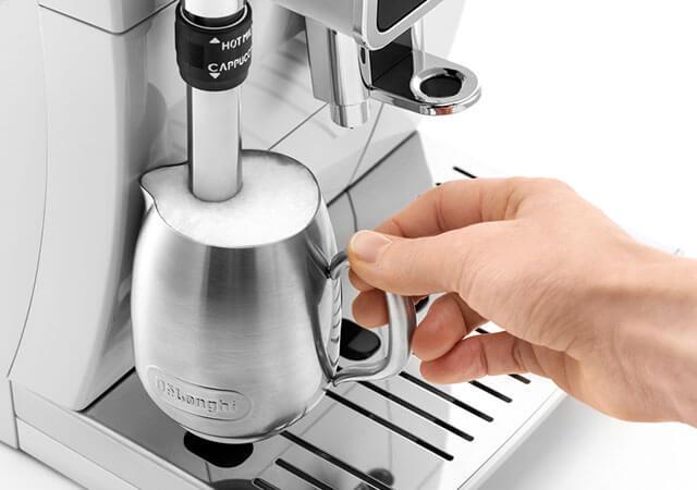 デロンギの全自動コーヒーメーカー「ディナミカ」の特長 プロ仕様のミルクフロッサー