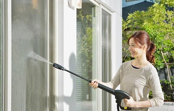 ケルヒャー高圧洗浄機 7つの活用術 1. 窓や網戸