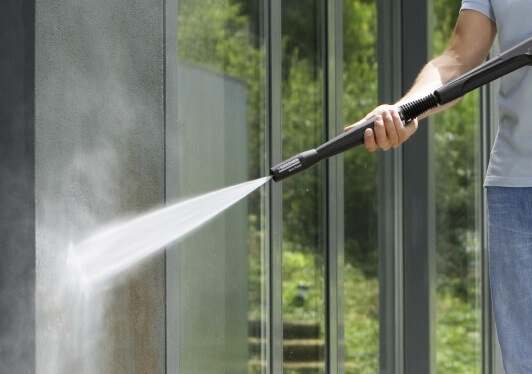 ケルヒャー高圧洗浄機 7つの活用術 2. 外壁やブロック塀