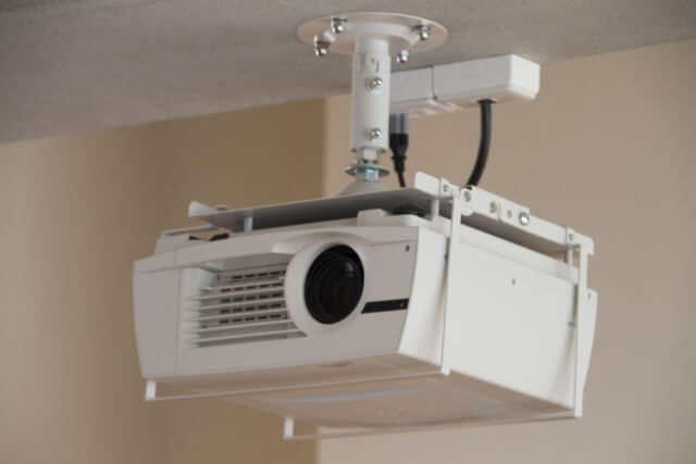 天井穴あけ無しでプロジェクターを天吊りする方法