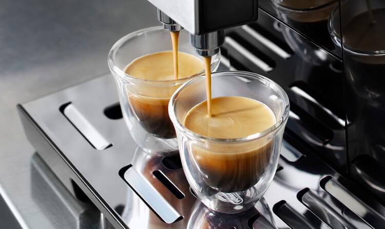 デロンギの全自動コーヒーメーカー「エレッタカプチーノトップ」の特長 大容量モデルなので家族・友人と毎日使える