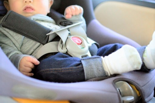 チャイルドシートの使用義務は何歳まで?守らなかった場合の罰則と免除されるケースとは