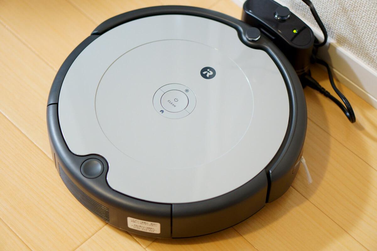 iRobotルンバ692を実際に使ってレビュー 充電後、ボタンを押して掃除開始!