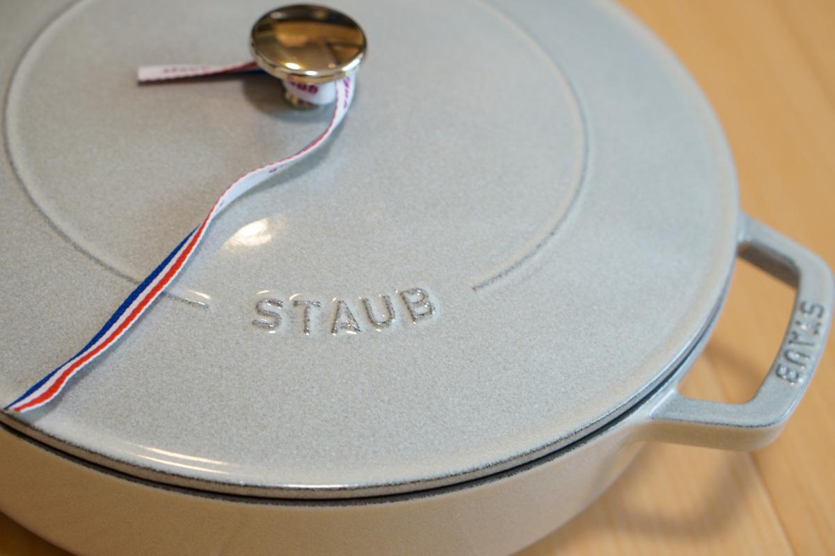 ストウブ「ブレイザー・ソテーパン」使用レビュー。浅型で使いやすい一生モノの鍋