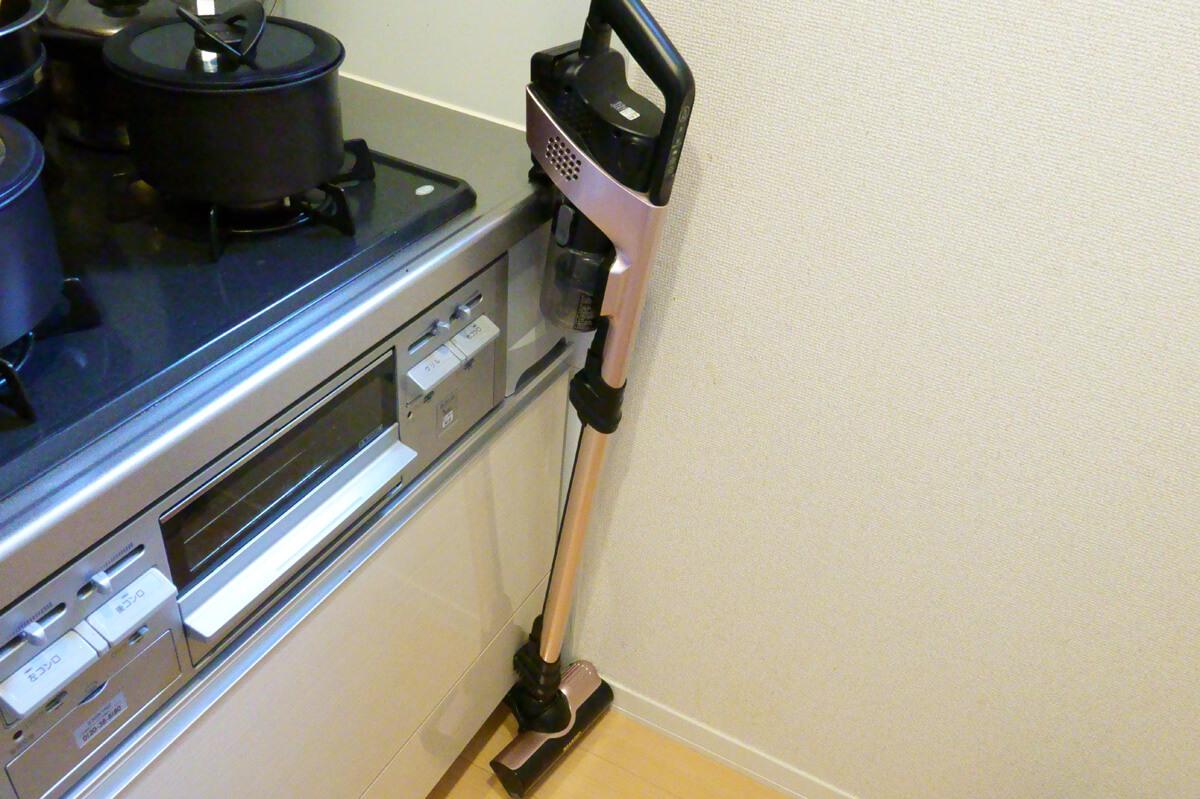 実際に「RACTIVE Air EC-VR3S」を使って掃除した感想 掃除中に立て掛けておける