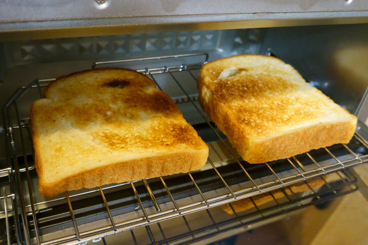 「シロカ」vs「バルミューダ」トースターを6項目で比較! 2. パンの加熱