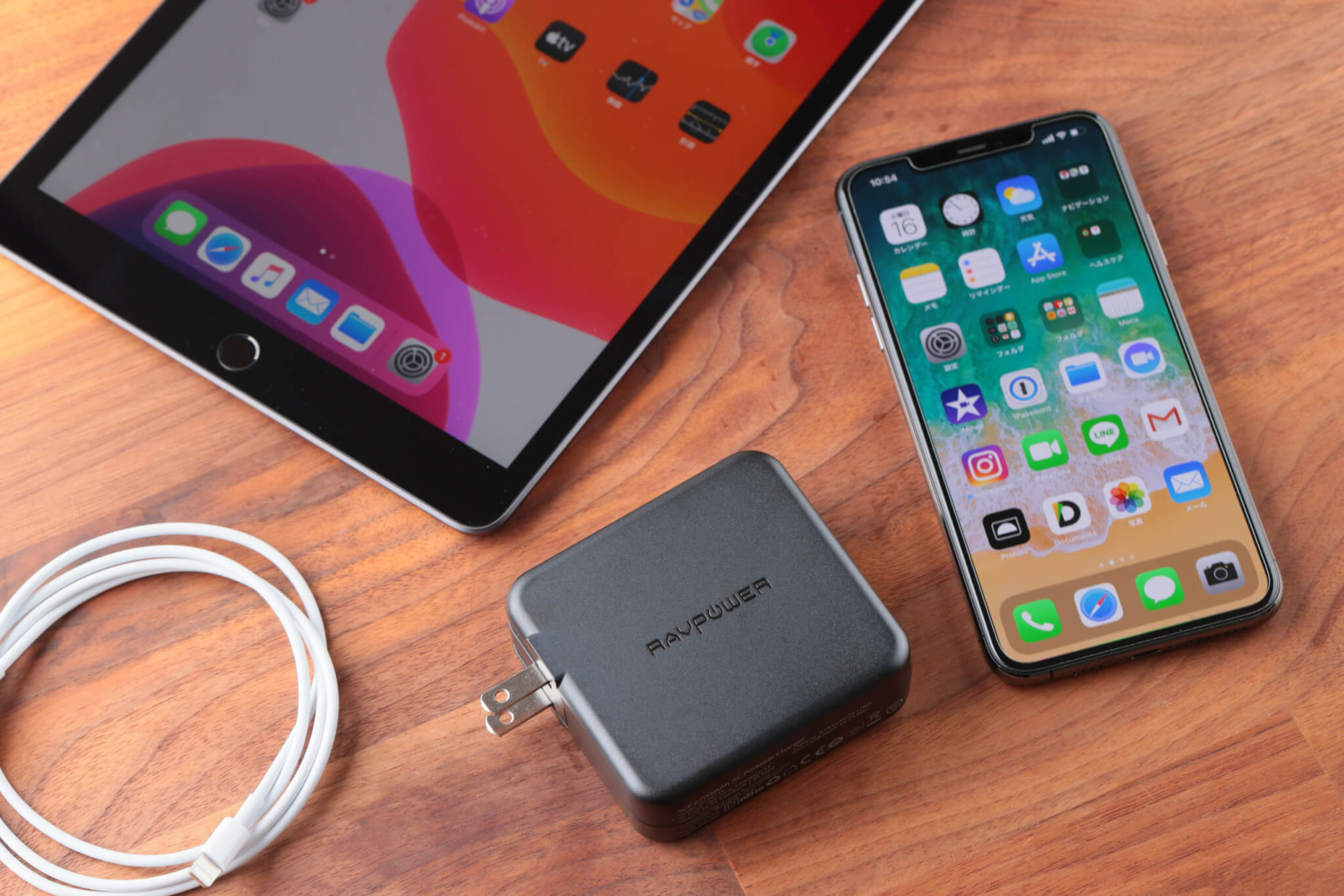 ハイブリッドモデル「RAVPower RP-PB125」使用レビュー! 出張・旅行に重宝するモバイルバッテリー&USB充電器の2in1