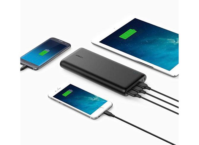 Ankerモバイルバッテリーの20,000mAh超大容量サイズは複数台充電に対応