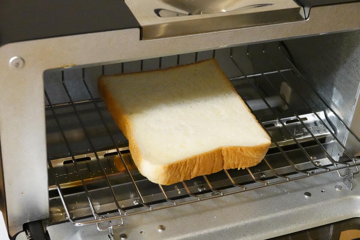 「シロカ」vs「バルミューダ」トースターを6項目で比較! 2. パンの加熱 トーストの焼き目