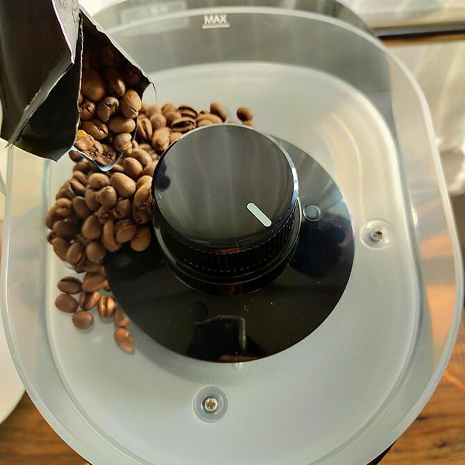 シロカの全自動コーヒーメーカー SC-10c151でコーヒーを淹れる