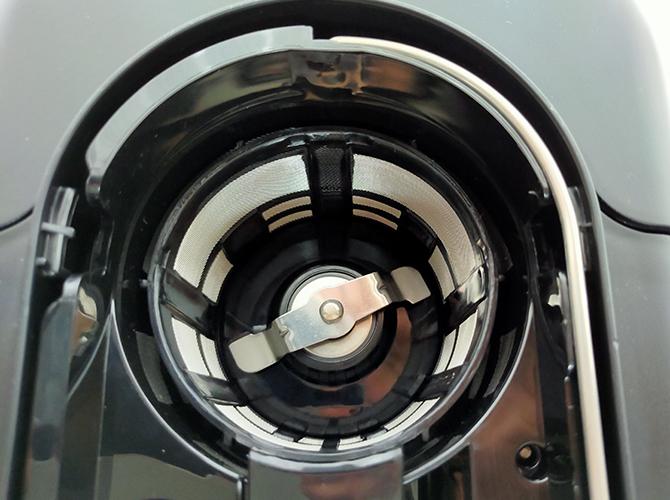 シロカの全自動コーヒーメーカー「カフェばこ SC-A371」のブレードグラインダー(プロペラ式)