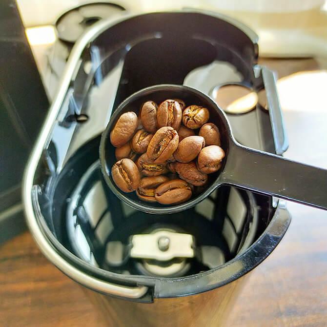 シロカの全自動コーヒーメーカー「カフェばこ SC-A371」でコーヒーを淹れる