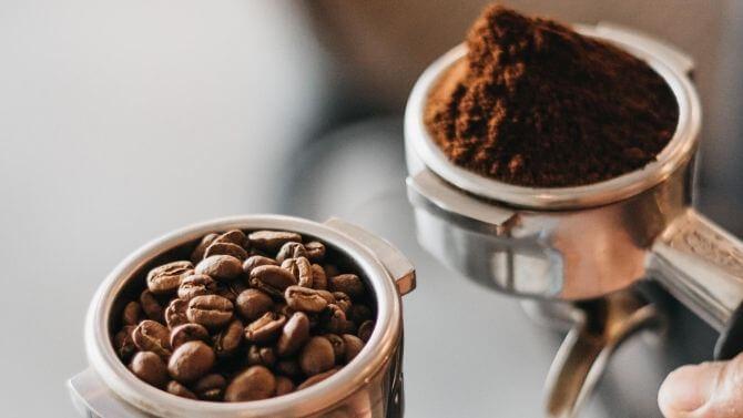 エスプレッソには極細挽きの電動コーヒーミル