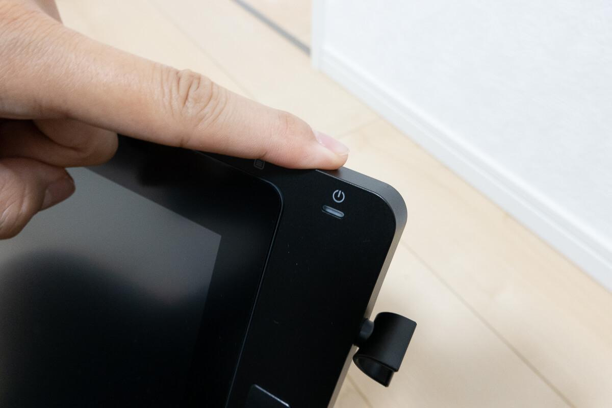 XP-PEN Artist 24 Proの特徴 接続方法も簡単 2. 電源ケーブルをつなぐ