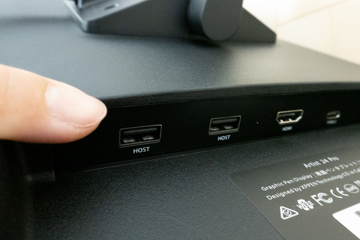 XP-PEN Artist 24 Proの特徴 USBハブも2つ搭載