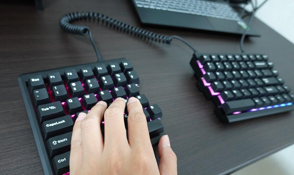 分離型キーボード「Mistel BAROCCO MD770RGB」実機レビュー!PC作業中の肩こり・猫背の改善に