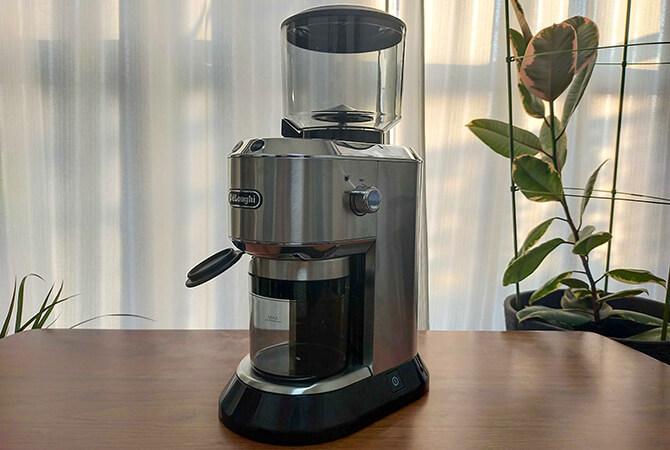 デロンギの電動コーヒーミル「デディカ KG521J-M」を実機レビュー!おしゃれで高機能な一台!