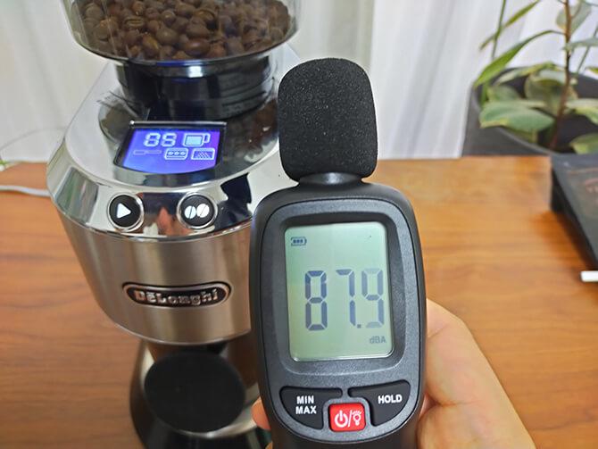 デロンギの電動コーヒーミル「デディカ KG521J-M」の騒音チェック