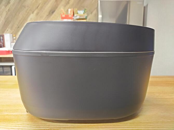 SHARPのIH炊飯器KS-HF10Bの外観